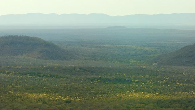 Mỏ Ametrine nằm ở vùng hẻo lánh bao bọc bởi các dãy núi