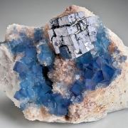 đá quý tổng hợp từ chất trợ dung