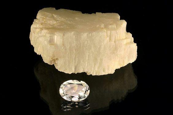 Berylonit vàng nhạt
