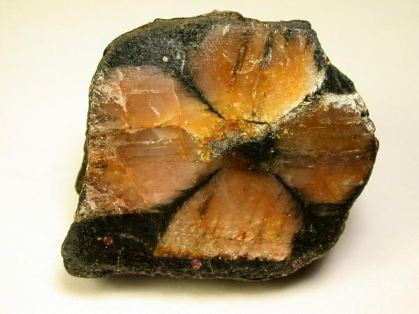 đá andalusit chiastolit