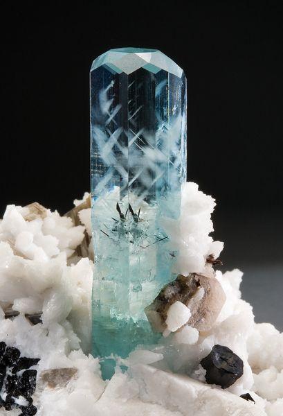 Aquamarine (beryl xanh lơ)