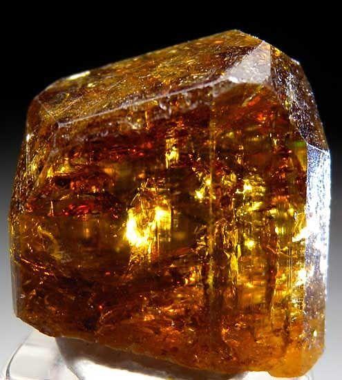 Đá dravit được tìm thấy ở vùng Lục Yên, Yên Bái