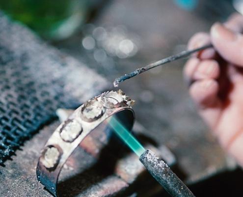 Quá trình ủ và rửa sạch trong gia công kim hoàn