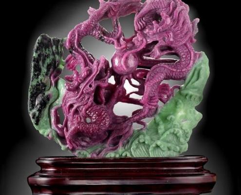 Rồng vờn ngọc chế tác từ đá Ruby Zoisite