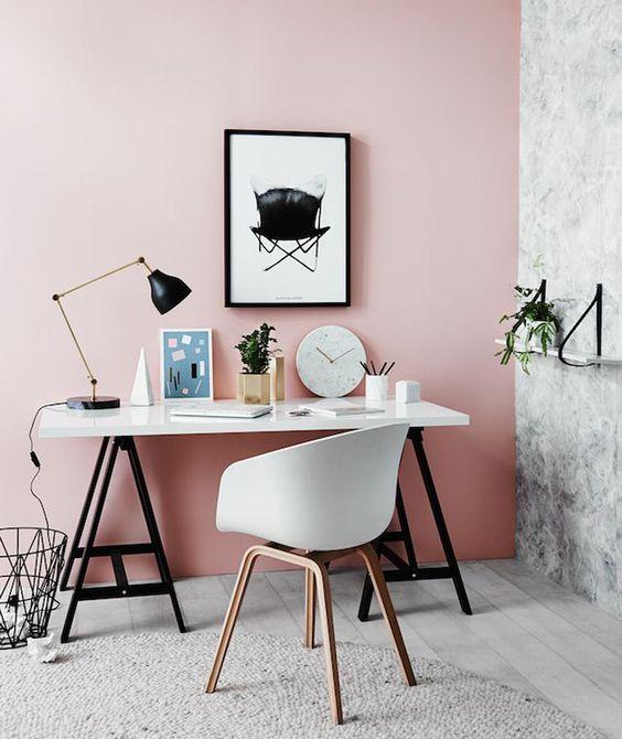 Màu hồng rất đẹp nhưng không phù hợp dùng làm phòng đọc sách, làm việc