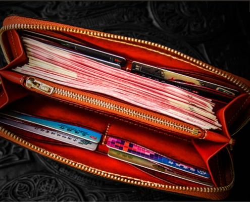 vật may mắn bỏ ví và túi xách