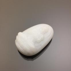 Mặt dây chuyền Đại Nhật Như Lai đá calcite trắng
