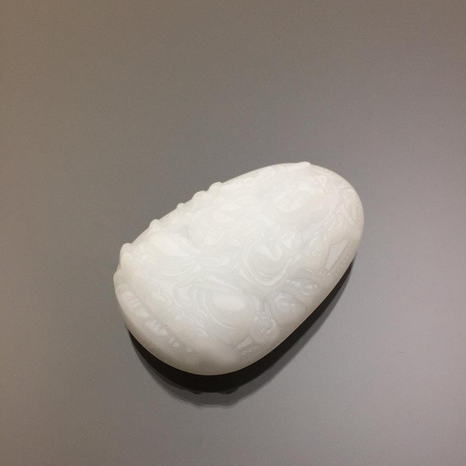 Mặt dây chuyền Quan Âm Thiên Thủ đá calcite trắng