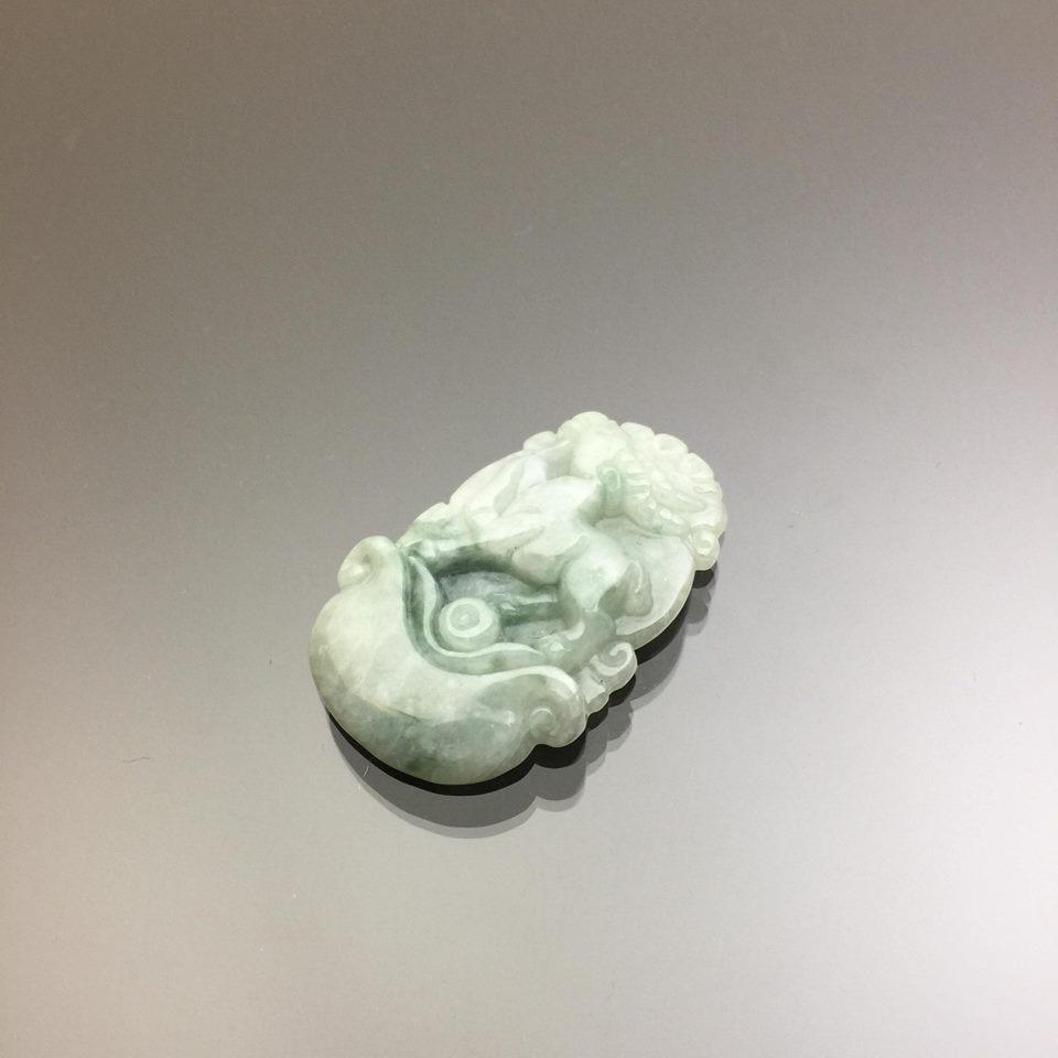 Ngọc bội hình con dê cẩm thạch