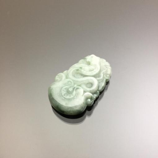 Ngọc bội hình con rắn cẩm thạch