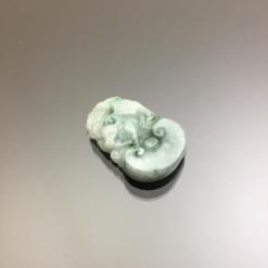 Ngọc bội hình con trâu cẩm thạch