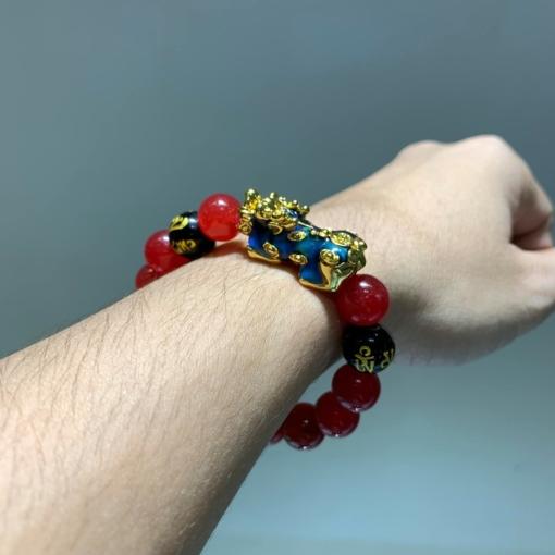 vòng đá mã não đỏ kết hợp charm tỳ hưu cho mệnh Hoả và mệnh Thổ